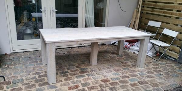Steigerhouten tafel buiten