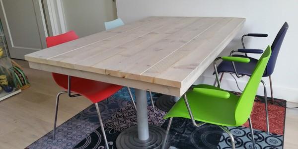 Steigerhouten tafel binnen
